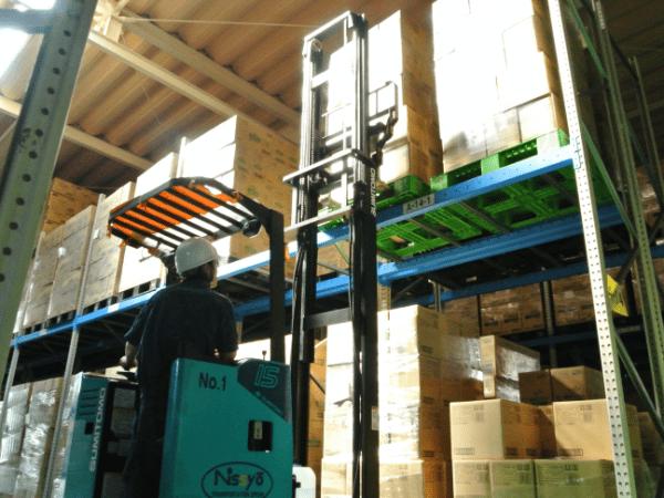 倉庫内作業の画像